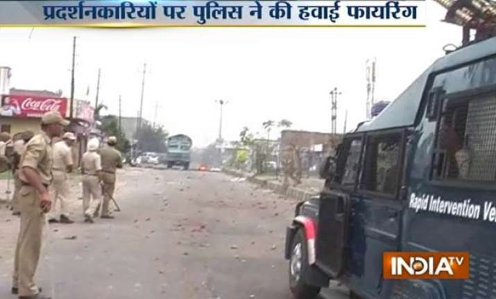 sikh youth clash with police in jammu 2 cops injured