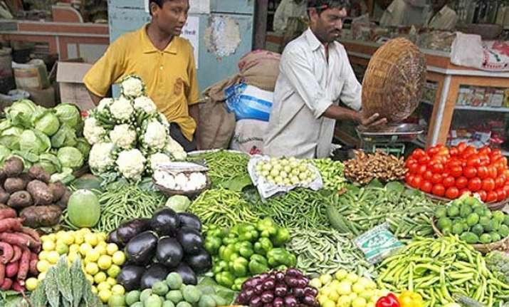 mumbai vegetable prices rise 25 50 as unseasonal rain hits