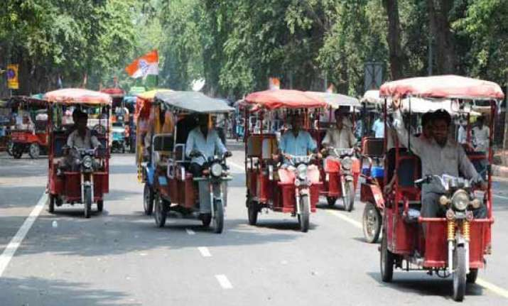 govt allows e rickshaws to ply on roads