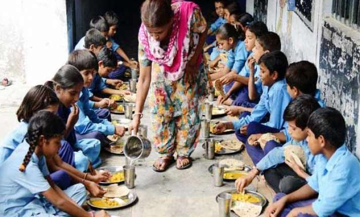 mid day meal havoc affects 400 in maharashtra school
