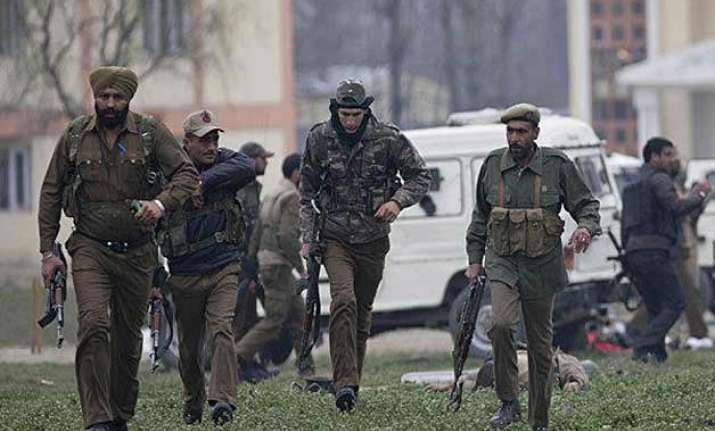 militants attack police officer s house in kashmir