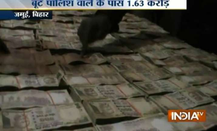police recovers rs 1.63 crore bank money from cobbler in