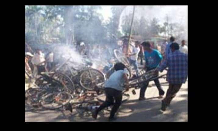 mob burns two tea garden units after owner kills a teenager
