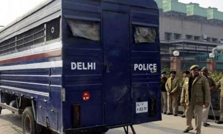 delhi police seek spiritual help to curb gridlocks in