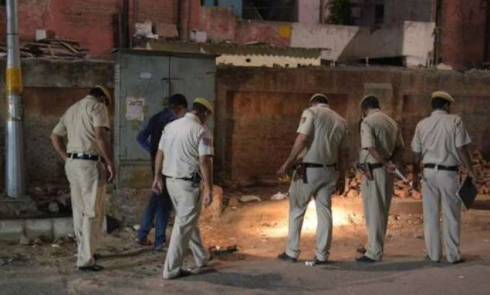 four held for shooting delhi police constable