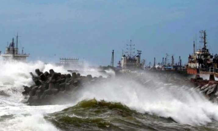 strong winds heavy rains in coastal ap ahead of hudhud