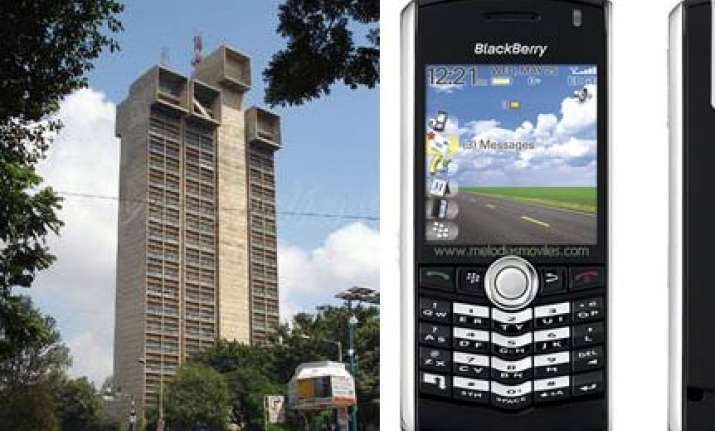income tax staff to get blackberry phones