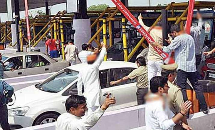 protest against noida toll tax traffic hit