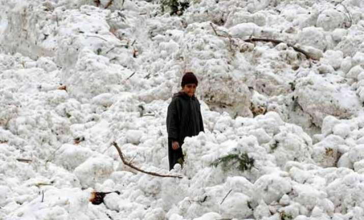 avalanche warning 27 families evacuated from kulgam