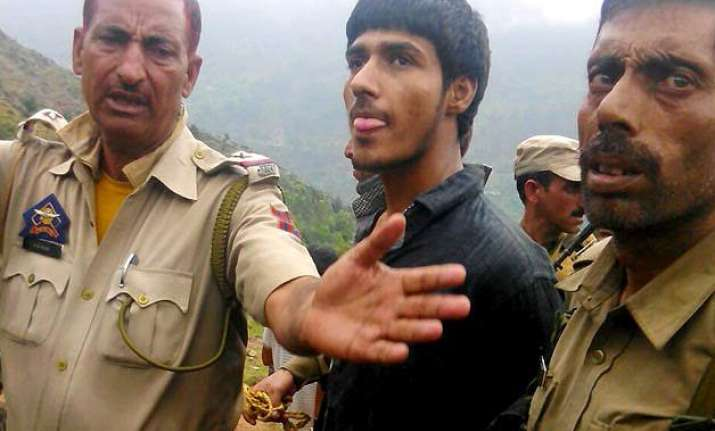 shaurya chakra recommended for 2 civilians who nabbed