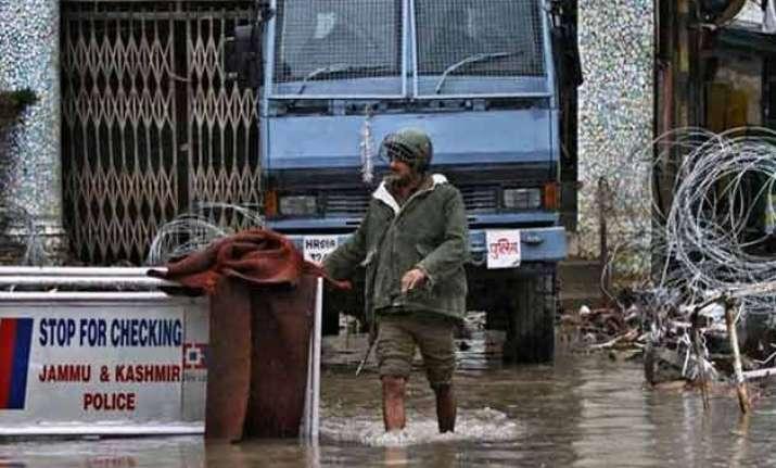 flood threat recedes in jammu and kashmir jhelum flowing
