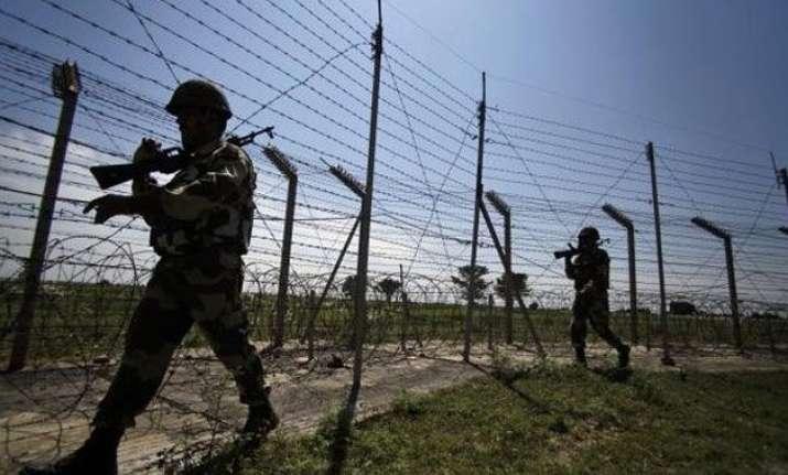 india pakistan trade heavy fire on international border in