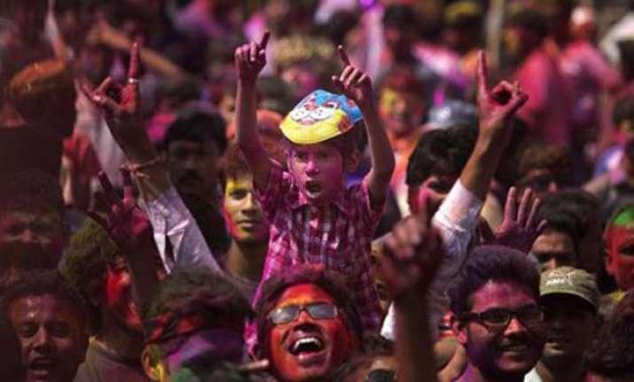 delhiites celebrate holi with gusto