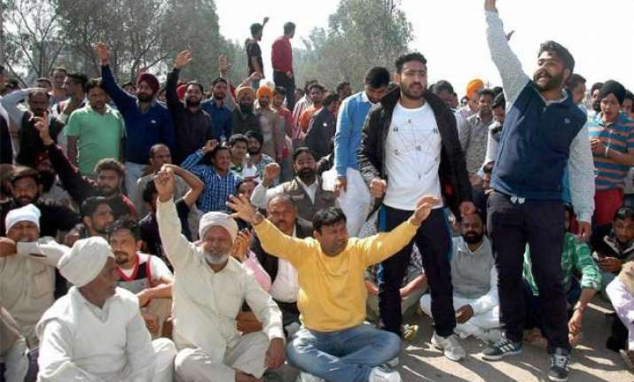 jat row govt sets up committee to look into reservation