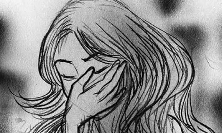 delhi woman kidnapped molested in moving car