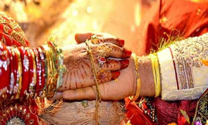 51 couples tie knots in mass wedding in delhi