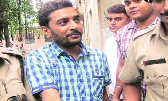 cbi arrests aide of saradha group chief sudipto sen