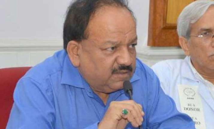 harsh vardhan asks doctors to devote time in villages hill