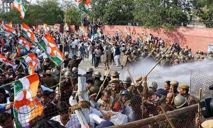 police resort to force to stop congress protest against