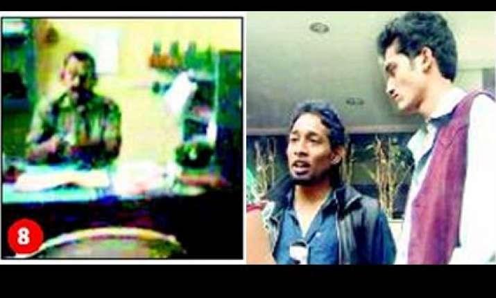 bangalore students shoot video of rogue policemen seeking