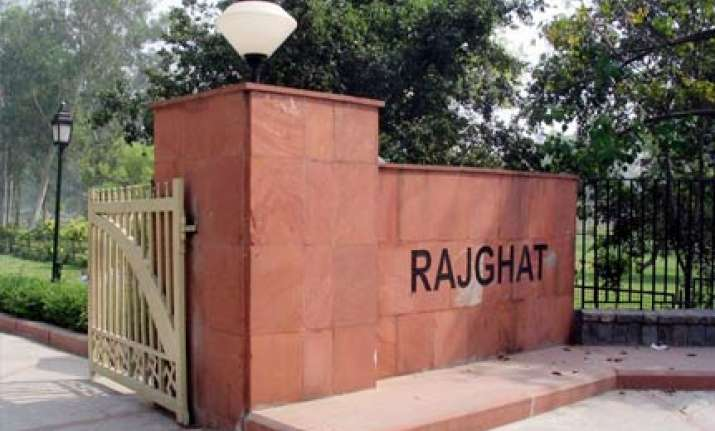 delhi hc orders guard to pray at rajghat for one month for