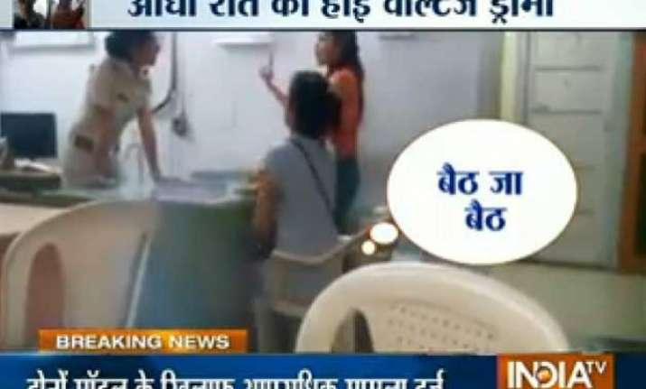 mumbai two models create ruckus inside police station abuse