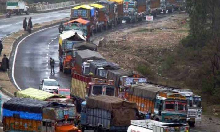 jammu srinagar nh restored for one way traffic
