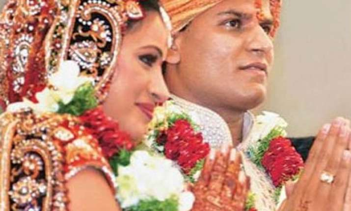 mla weds actress alongwith 3 611 other couples