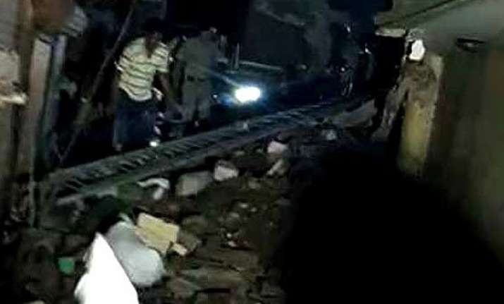 4 storey building in west delhi collapses 15 feared trapped