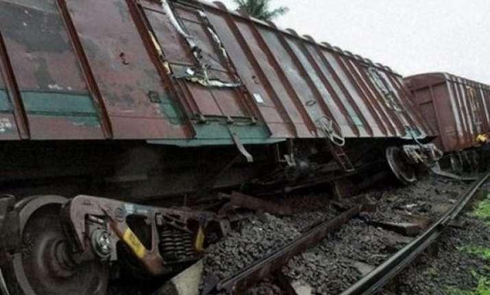 goods train derails near farukkhabad