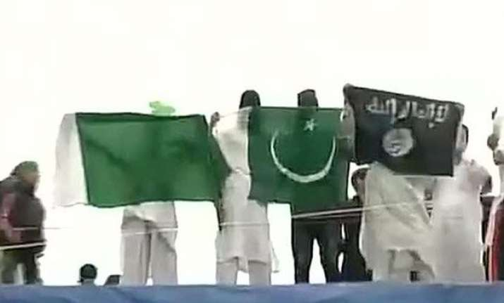 isis let pakistan flags waved in kashmir today