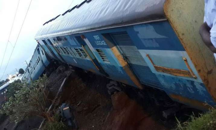 timeline major train accidents in india since 2000
