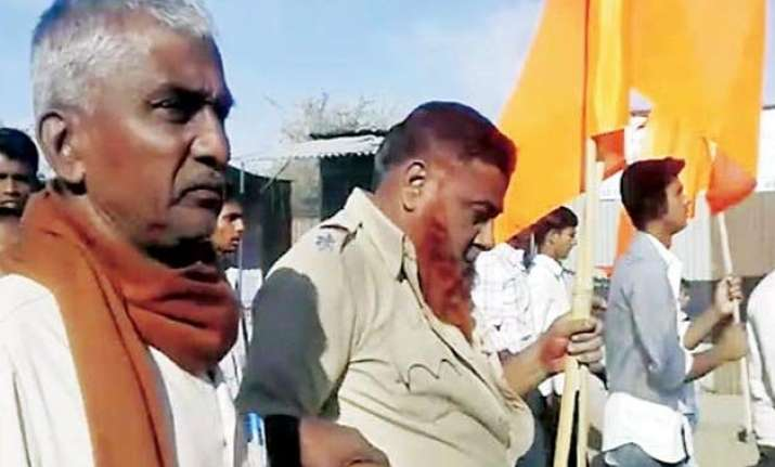 16 arrested for assaulting cops who stopped saffron flag