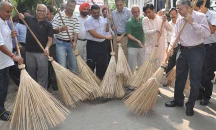 soon rs 1 800 crore awareness campaign under swachh bharat