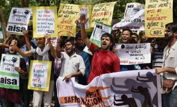 Ftii Row Protesters Detained Outside Ib Ministry Office India