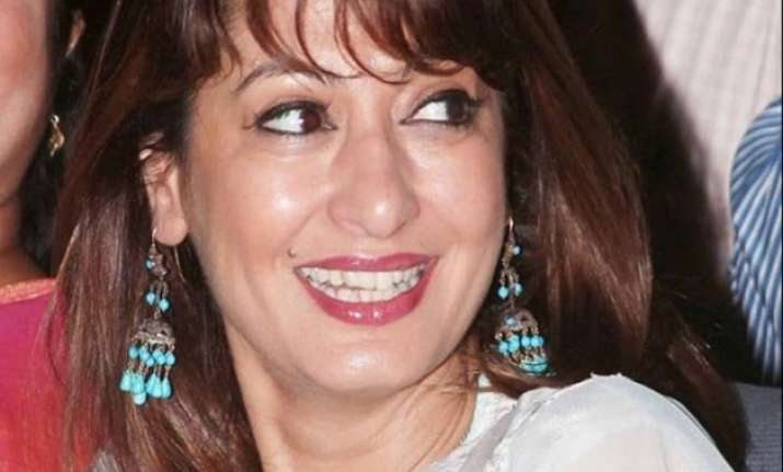 delhi police reviewing sunanda pushkar s viscera report