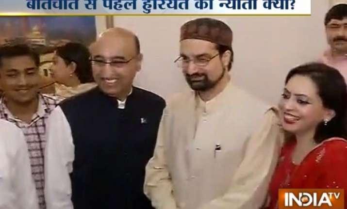 pak envoy invites kashmiri separatist for talks with sartaj