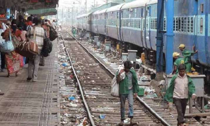 railways to impose rs 5 000 fine for littering on platforms