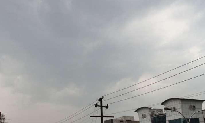 cloudy friday in delhi rain likely