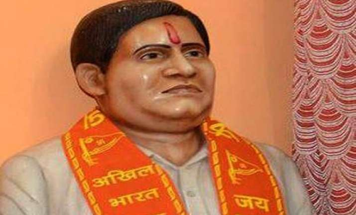 nathuram godse s niece opposes the idea of installation of