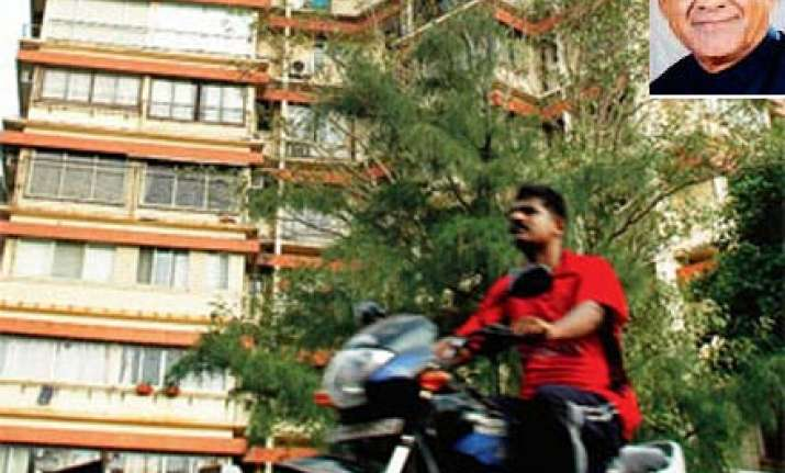 burglar says he stole rs 1.7 cr neta says rs 17 lakhs