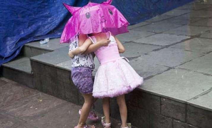 delhi witnesses rain early morning