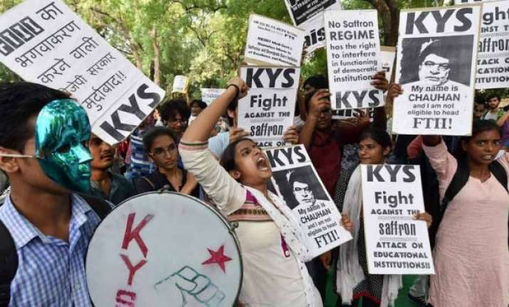 i b secretary can chair ftii say students