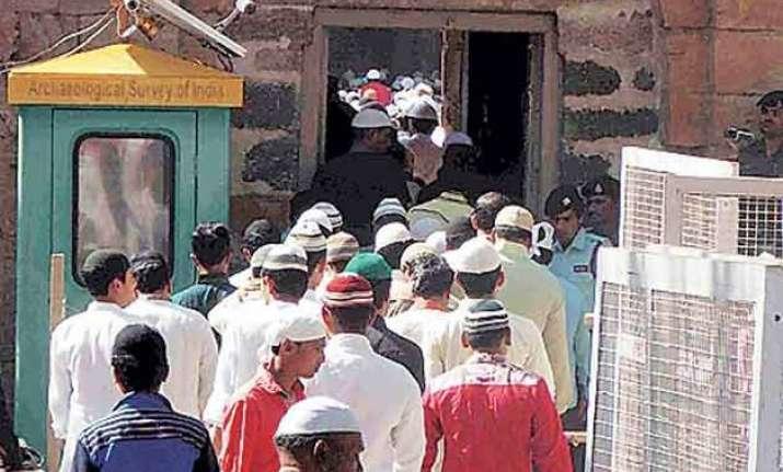 mp prayers go off peacefully at bhojshala on basant panchami