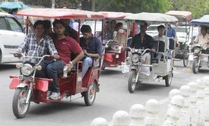 delhi government begins registering e rickshaws