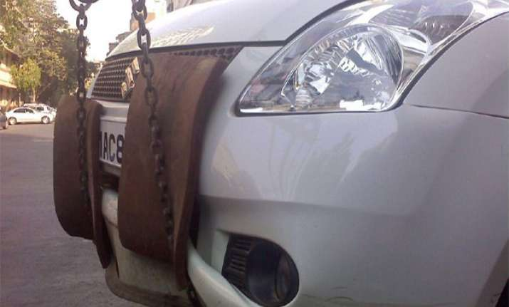 now delhi police whatsapp to give info on towed vehicles