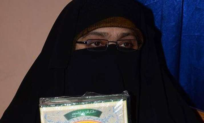 asiya andrabi addresses saeed rally over phone triggers