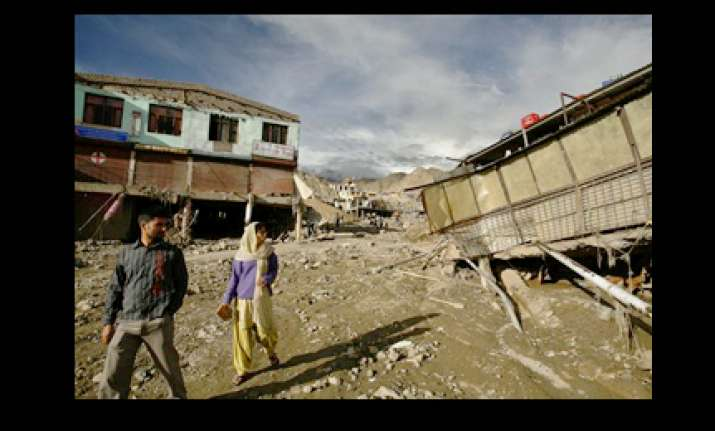 five armymen killed 33 untraced after leh cloudburst