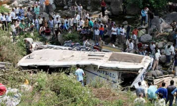 six dead 19 injured in bus accident in himachal pradesh