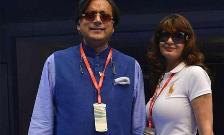 delhi police quizzes crew of flight in which sunanda shashi